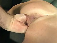 Fetish mama loves to be fistfucked