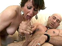 Mom gets licking pussy n sucks cock